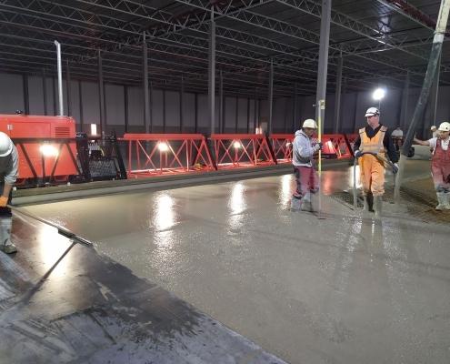 Giga Screed van 27 meter breed - Loos Betonvloeren